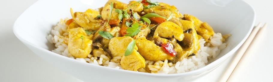 Hühnchen mit gelber Currysauce und Reis
